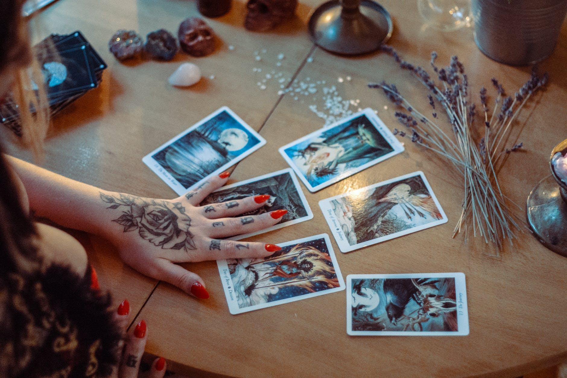 10 carte dei tarocchi che indicano tradimento